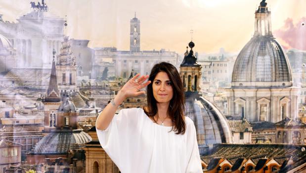 La alcaldesa populista de Roma da plantón a jóvenes católicos en El Vaticano