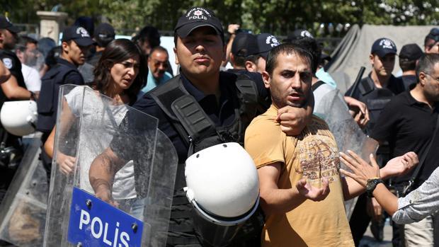 Hemeroteca: Turquía sustituye a 28 alcaldes por su presunta conexión con terroristas | Autor del artículo: Finanzas.com