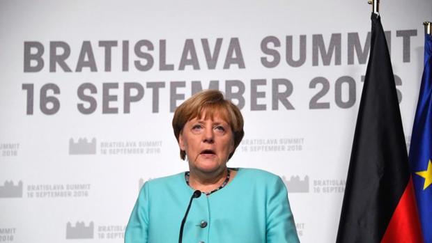 Los 27 prometen cerrar las fronteras exteriores para salvar a la UE