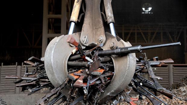 Colombia: represiones, terror, violaciones y esclavismo $. Propiedad agraria, Estado, FARC, ELN. Luchas de clases - Página 5 Armas-eln-kvCC--620x349@abc