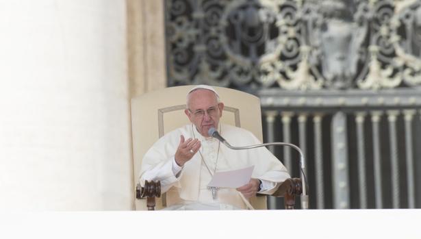 Francisco asiste a su audiencia general semanal en la Plaza de San Pedro,