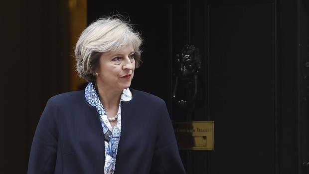 Ministros de Cameron cargan contra May por su falta de estrategia en el Brexit