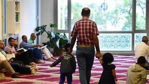 Fieles musulmanes en la mezquita de Budapest el pasado viernes