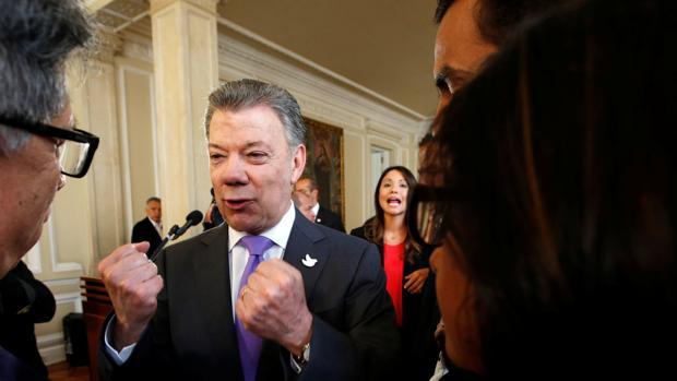 Santos recibe el Nobel de la Paz para «llegar al fin de la guerra» en Colombia
