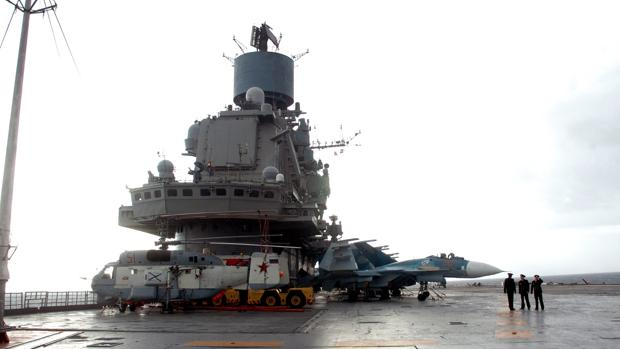 El portaaviones ruso Almirante Kuznetsov, en el puerto sirio de Tartus