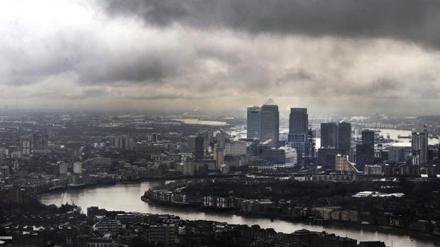 Una hipotética caída en la recaudación podría obligar al ejecutivo de Theresa May a subir impuestos