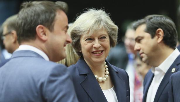 Los socios europeos advierten a May de que un Brexit duro envenenará la negociación