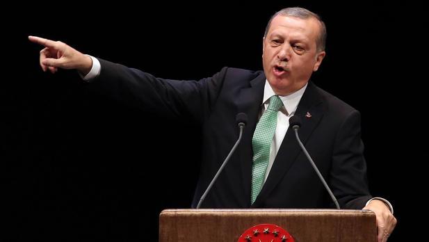 Erdogan rechaza las acusaciones de ser un dictador y culpa a Europa de albergar a terroristas