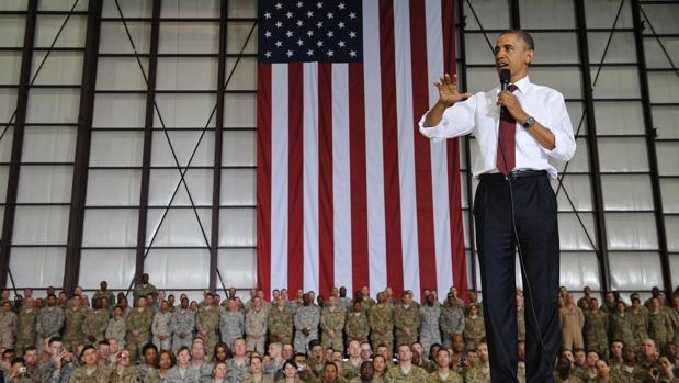 Barack Obama durante su visita a la Base de Bagram, en 2012