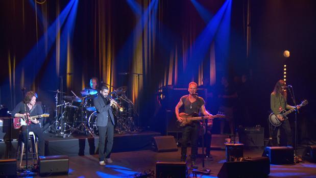 Sting devuelve la música al Bataclan un año después de los atentados de París