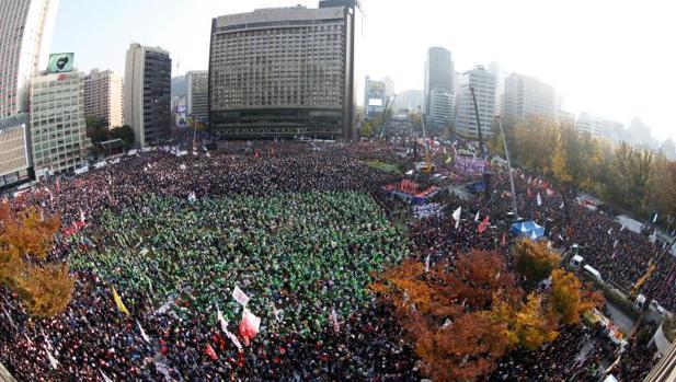 Una imagen de la protesta masiva en Seúl contra la presidenta Park Geun-hye