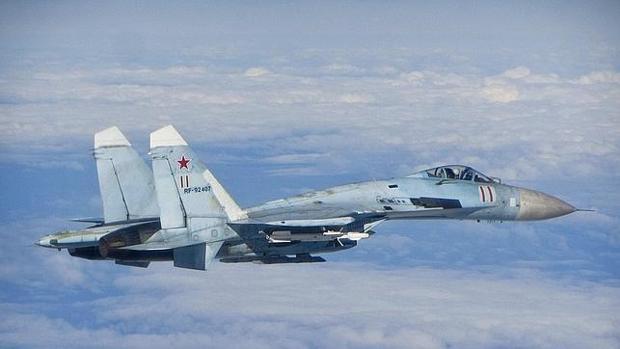 Imagen de archivo de un caza ruso Sukhoi Su-27 fotografiado en junio de 2014 cuando volaba cerca de los Estados bálticos