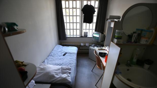 Interior de una celda en la prisión de Norgerhaven en Veenhuizen, Países Bajos