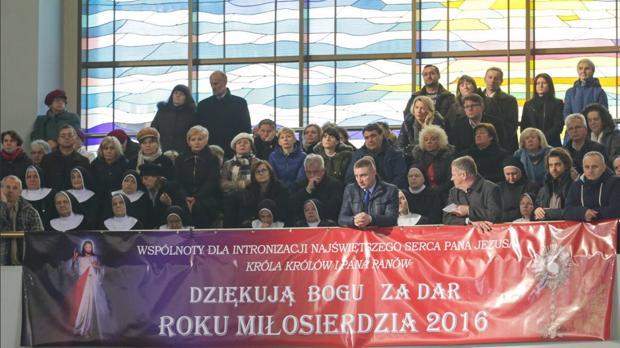 Imagen de la ceremonia de entronización publicada en el Facebook del presidente polaco Andrzej Duda