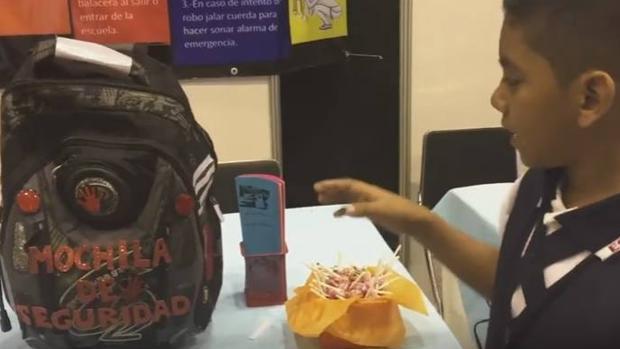 Un niño mexicano de once años inventa una mochila contra secuestros y tiroteos