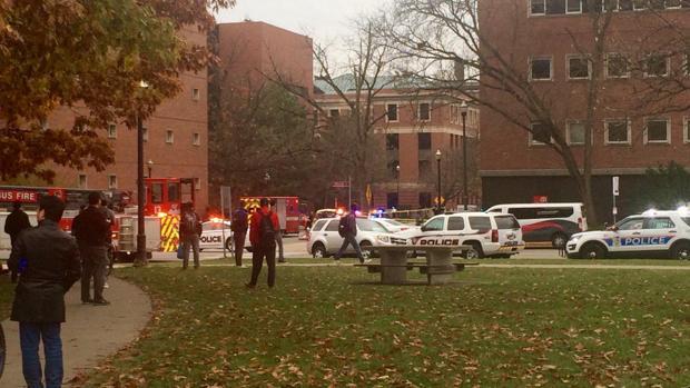 El campus de la Universidad de Ohio en Columbus tomado por la Policía tras el aviso