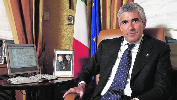 «Si Matteo Renzi pierde el referéndum, el cómico Beppe Grillo será el único ganador»