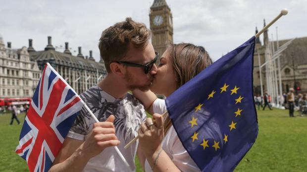 El gobierno británico sopesa seguir pagando a la UE tras el Brexit