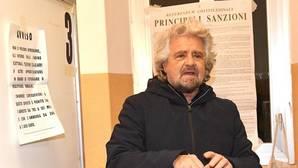 Beppe Grillo reclama que los italianos «deben votar lo antes posible» tras la dimisión de Renzi