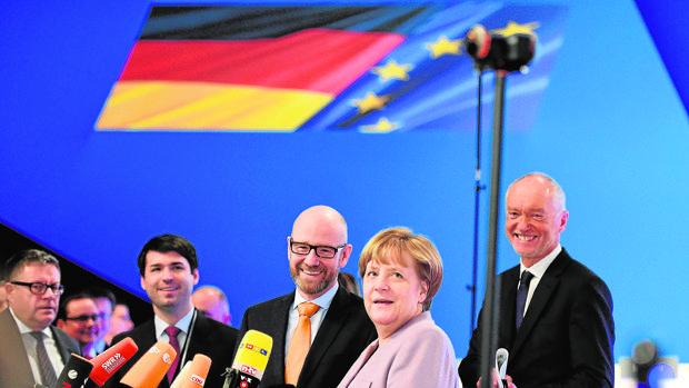 Merkel abre campaña prometiendo expulsar más refugiados