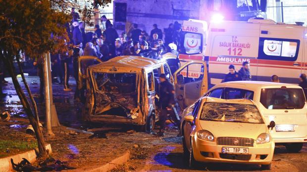 Al menos 29 muertos y 166 heridos tras un doble atentado en Estambul