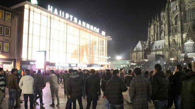 La multitud concentrada en Colonia en fin de año