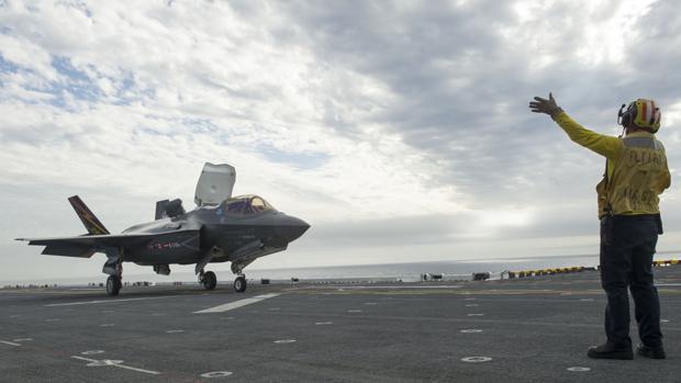 Trump critica en Twitter que el coste del programa de cazas F-35 está fuera de control