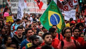 Miles de brasileños protestan contra la ley de austeridad aprobada en el Congreso