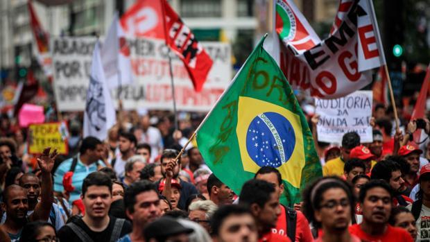 Manifestantes protestan contra el Gobierno del presidente Michel Temer, ayer en Sao Paulo