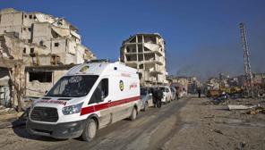 Ambulancias y autobuses empiezan a salir con evacuados del este de Alepo