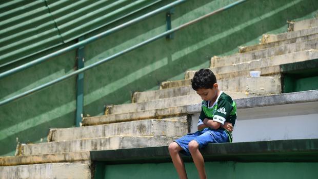 Hemeroteca: Colombia pide premiar a un niño que ayudó a las víctimas del Chapecoense | Autor del artículo: Finanzas.com