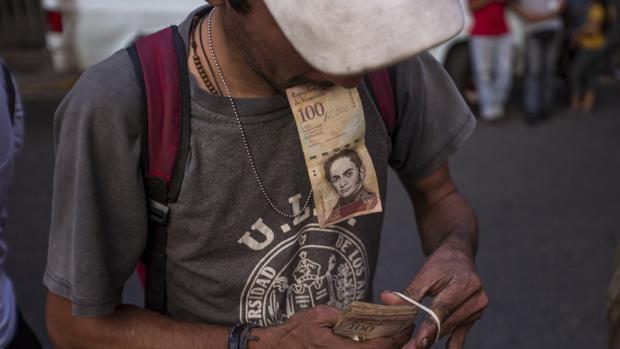 ¿Por qué Maduro retira los billetes de 100 bolívares?