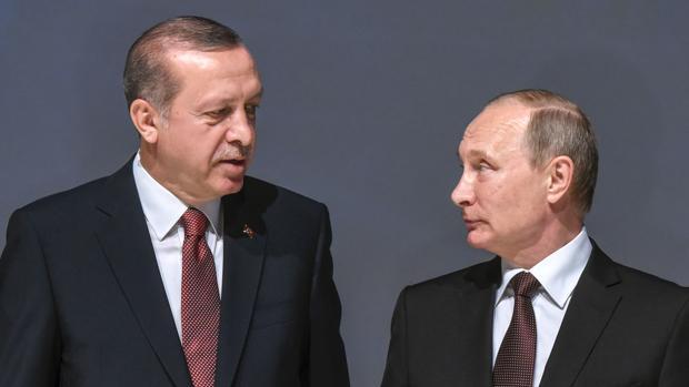 Putin: «El asesinato del embajador va contra los lazos ruso-turcos y la paz en Siria»