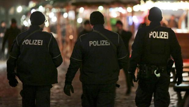 Oficiales de la Policía alemana patrullan Berlín después del atentado
