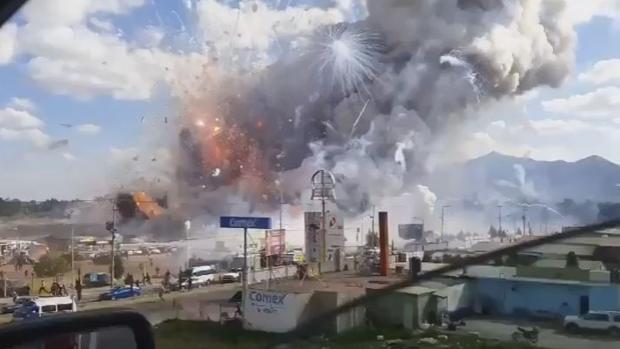 Al menos 36 muertos al explotar un mercado de pirotecnia en México