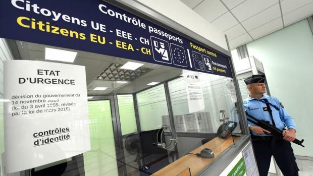 Control extraordinario de pasaportes en un aeropuerto francés el año pasado