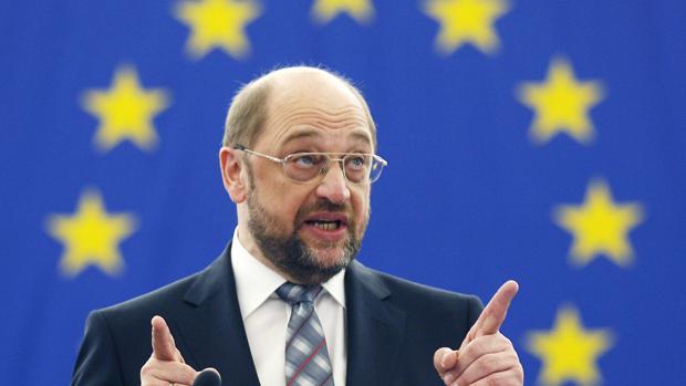 Dos hombres contra Merkel