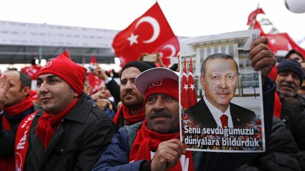 1.600 personas han pasado por prisión en Turquía en seis meses por comentarios críticos en internet