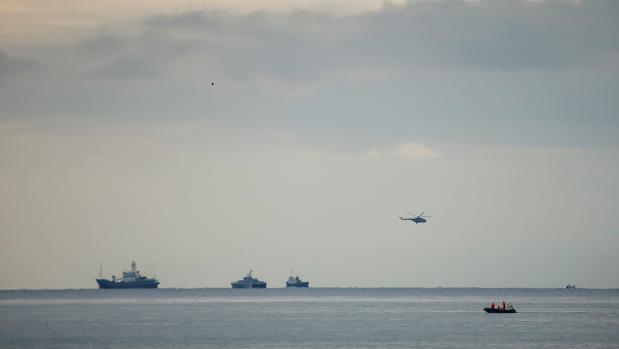 Hallan una caja negra del avión militar ruso que se estrelló en el mar Negro