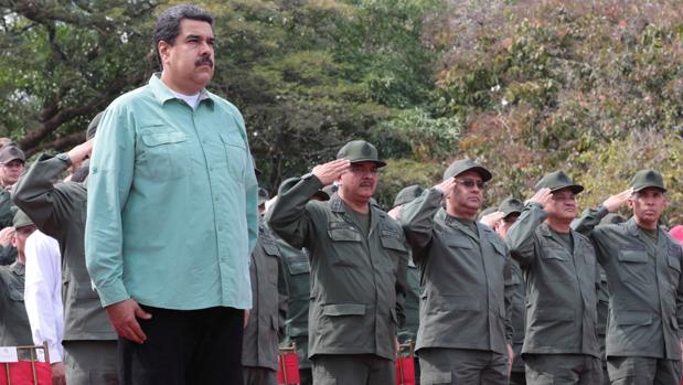 Nicolás Maduro, durante un desfile militar este miércoles en Campo de Carabobo - Reuters