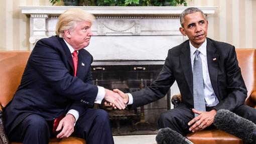 Trump estrecha la mano a Obama en la Casa Blanca, el pasado mes de noviembre tras ganar las elecciones