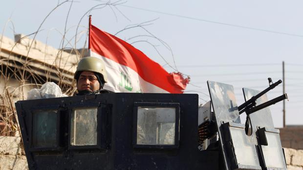 Fotografía de archivo de un soldadoiraquí en la zona este de Mosul, principal bastión de Daesh en el país