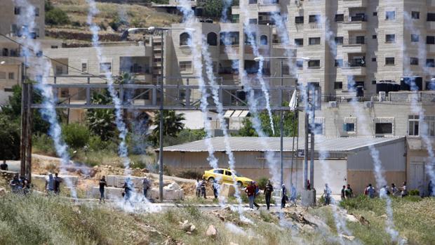 Disturbios en las inmediaciones de la prisión israelí de Ofer
