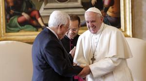 El presidente Mahmud Abás saluda al Papa Francisco