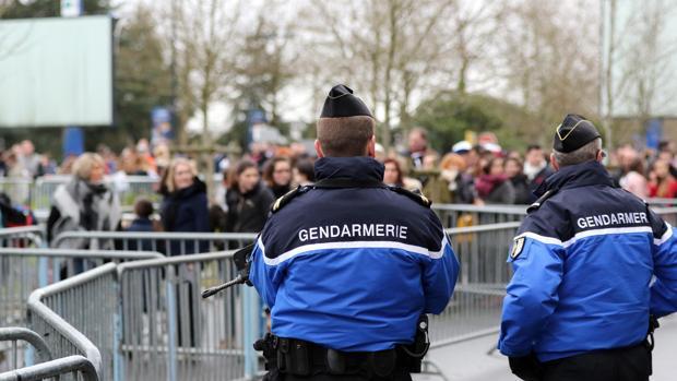 Agentes de la Gendarmería vigilan un evento deportivo en Nantes