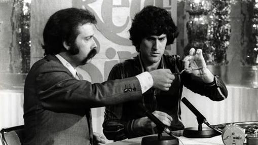 Uri Geller con José María Íñigo en televisión en 1975
