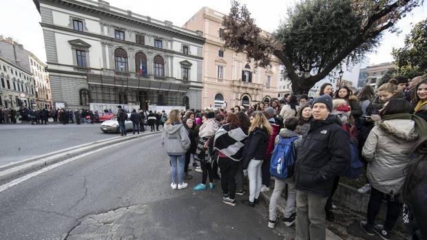 Hemeroteca: 'Muchos muertos' en el centro de Italia tras un alud sobre un hotel | Autor del artículo: Finanzas.com