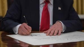 Trump liquida el «Obamacare» nada más tomar posesión