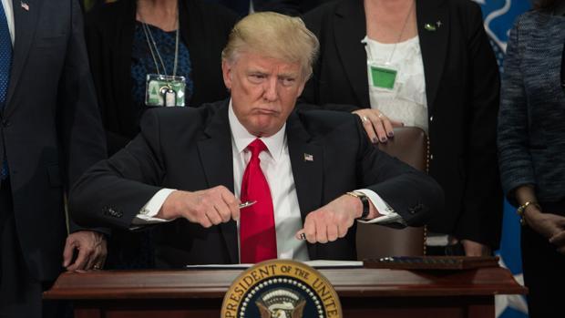 Trump aboga por recuperar la tortura y las cárceles secretas, según medios estadounidenses
