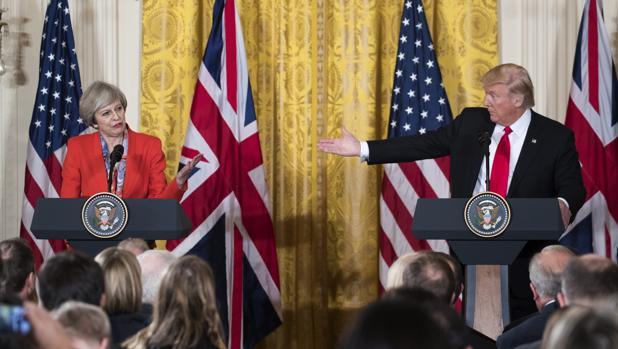 Theresa May y Donald Trump estrechan vínculos entre sus países